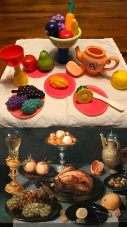 """(bas) """"Mets, fruits et verres sur une table"""" (vers 1590-1632) de Peter Binoit. (haut) Reproduction avec jouets de Simone et Sylvain."""